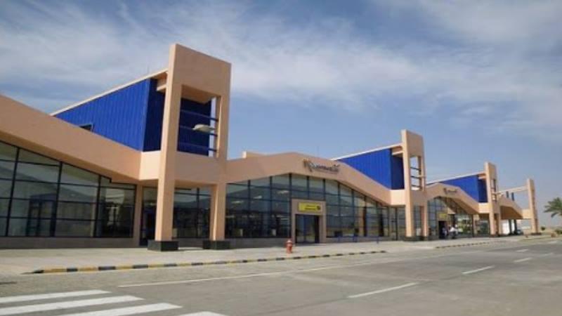 Аэропорт находится в 60 километрах от курортного города