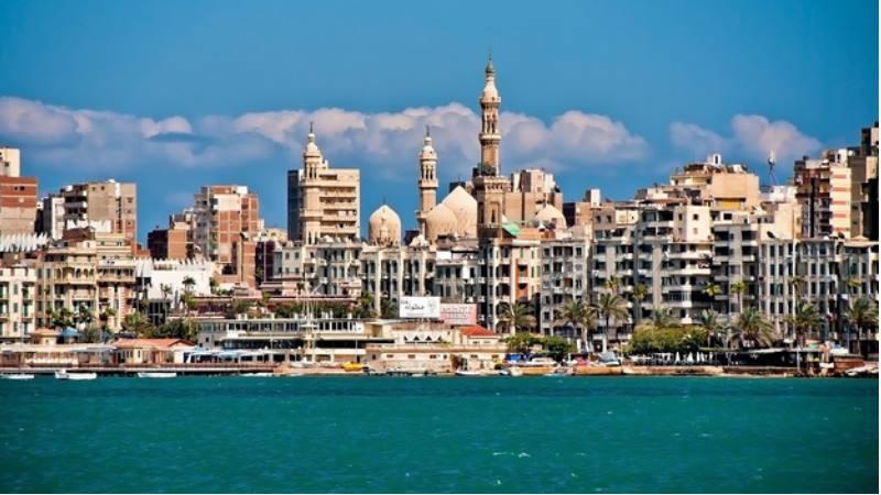 добраться в город вы сможете, прилетев в Каир