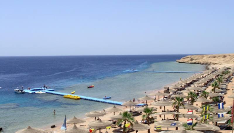 привычные варианты проживания в отелях или палатках на берегу моря