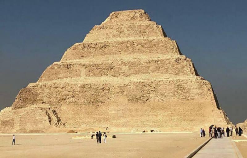 пирамида сблизи